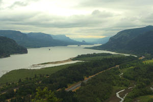 the mighty Columbia River separates Oregon and Washington